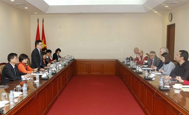武德儋副总理会见瑞士和列支敦士登外国记者协会代表团 hinh anh 2