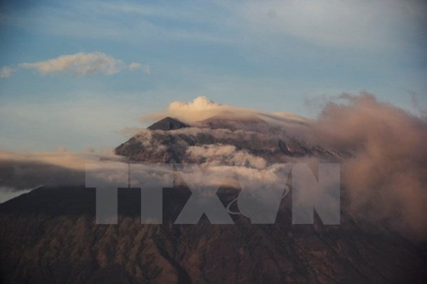 印尼阿贡火山喷发:20多名越南人被滞留 hinh anh 1