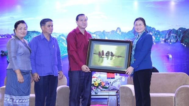 老挝三省青年代表团访问广宁省 hinh anh 1