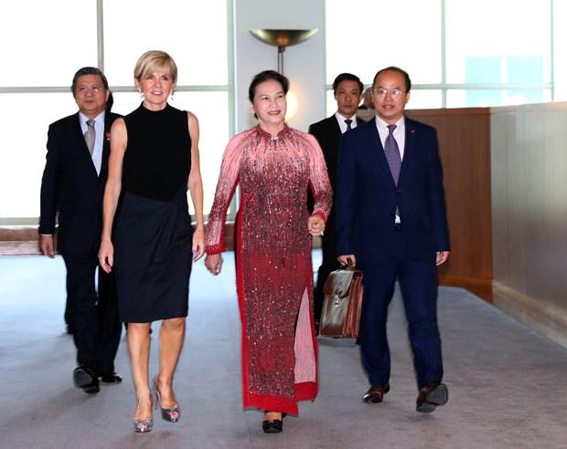 越南国会主席阮氏金银会见澳大利亚外长朱莉·毕晓普 hinh anh 1