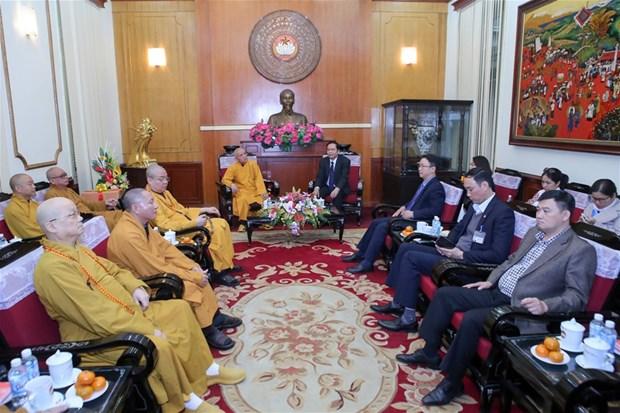 越南祖国阵线中央委员会主席陈青敏会见越南佛教协会代表团 hinh anh 1