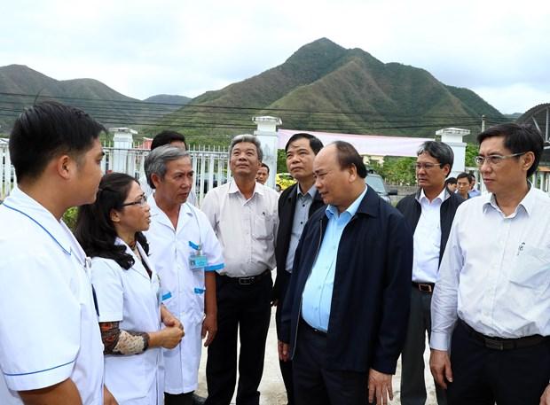 阮春福总理视察庆和省各地灾后恢复重建工作情况 hinh anh 2