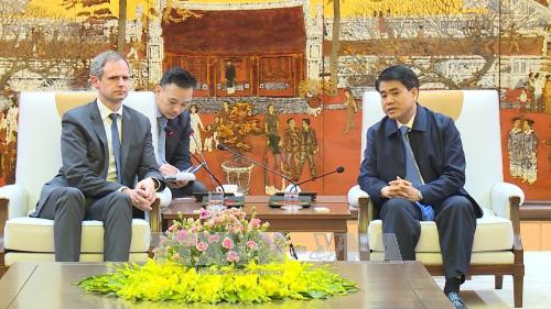 河内市领导会见德国亚太商业协会代表团 hinh anh 1