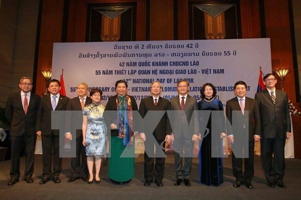 老挝驻越大使馆隆重举办国庆招待会 庆祝老挝成立42周年 hinh anh 1