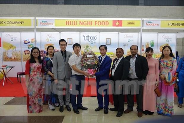 越南产品在孟加拉国际食品加工博览会上颇受消费者的欢迎 hinh anh 1