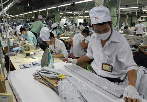 彭博对越南经济予以积极评价 hinh anh 1