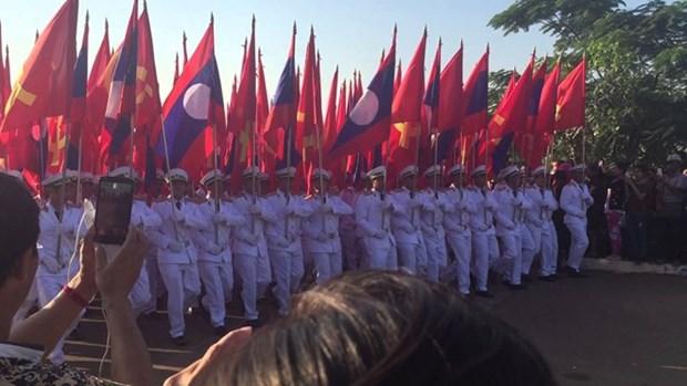 老挝国庆42周年:本扬·沃拉吉会见各国外交使团 hinh anh 1