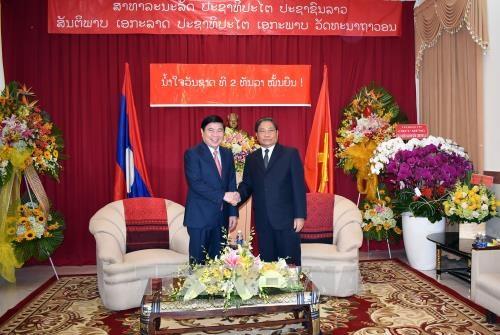越老建交55周年:胡志明市领导祝贺老挝建国42周年 hinh anh 1