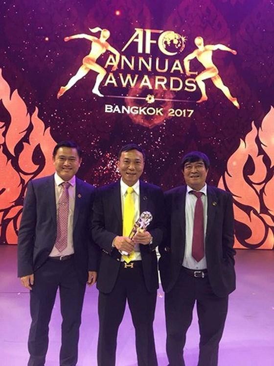 越南足协荣获亚足联颁发的年度最佳足协发展奖 hinh anh 1
