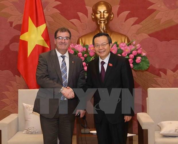 越南国会副主席冯国显会见加拿大联邦议会众议院 hinh anh 1