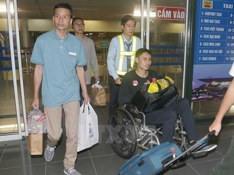 越南驻新西兰大使馆为被扣留船员办理回国手续 hinh anh 1