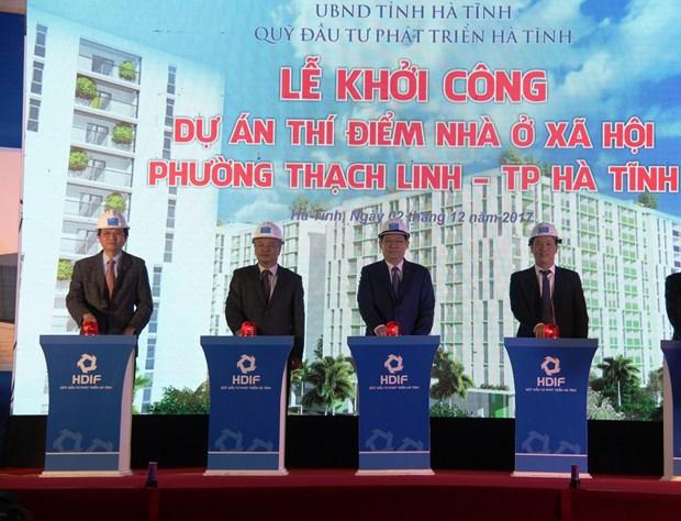 政府副总理王廷惠出席河静省社会住房项目动工仪式 hinh anh 1