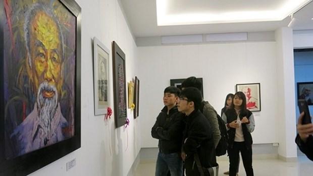 有关胡志明主席的雕塑与绘画作品展在顺化省举行 hinh anh 1
