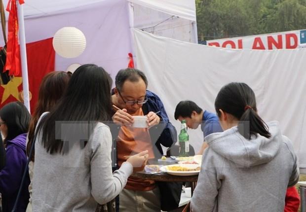 印度国际慈善义卖活动:越南美食颇受参观者好评 hinh anh 2