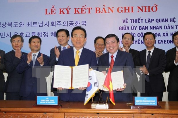 越南胡志明市与韩国庆尚北道签署建立友好合作关系的备忘录 hinh anh 1