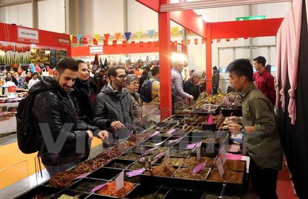 越南企业参加意大利国际手工艺品展销会 hinh anh 1