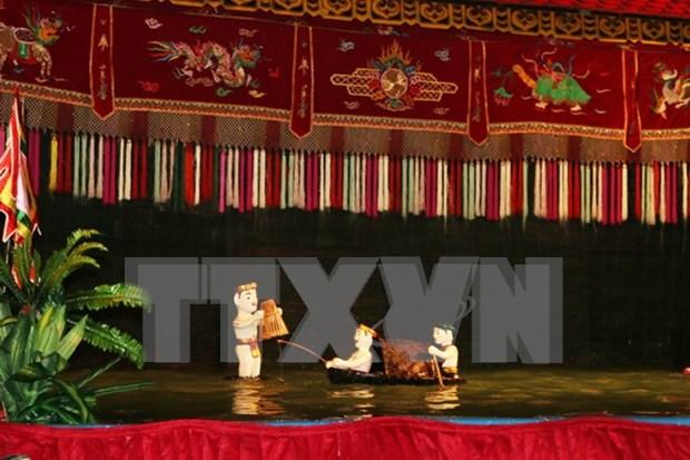 越南水上木偶戏受到法国观众的热烈欢迎 hinh anh 1