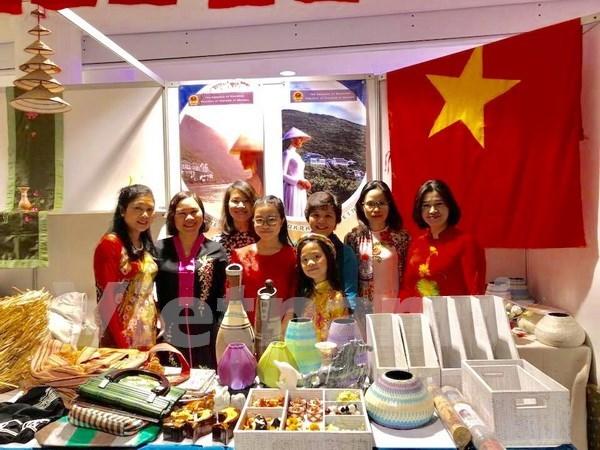 越南参加2017年第25届慈善义卖活动 hinh anh 1