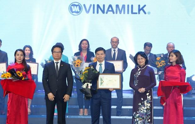 国家副主席邓氏玉盛出席2017年越南可持续发展企业百强名单公布仪式 hinh anh 1