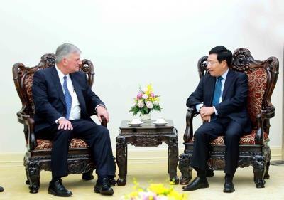 越南政府副总理兼外交部长范平明会见善普施国际救援组织会长 hinh anh 1