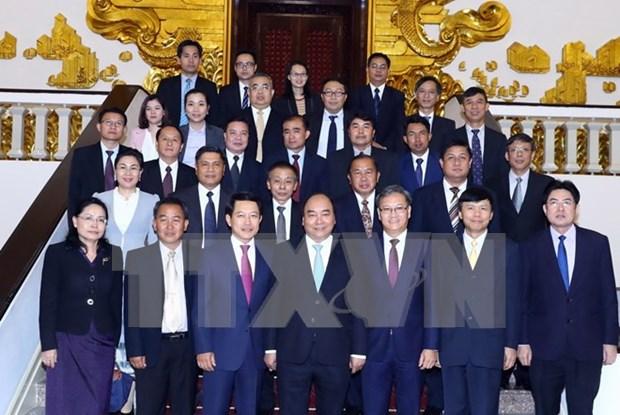越南政府总理阮春福会见老挝外交部长 hinh anh 1