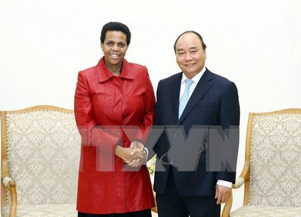 越南政府总理阮春福会见即将离任的南非驻越大使 hinh anh 1