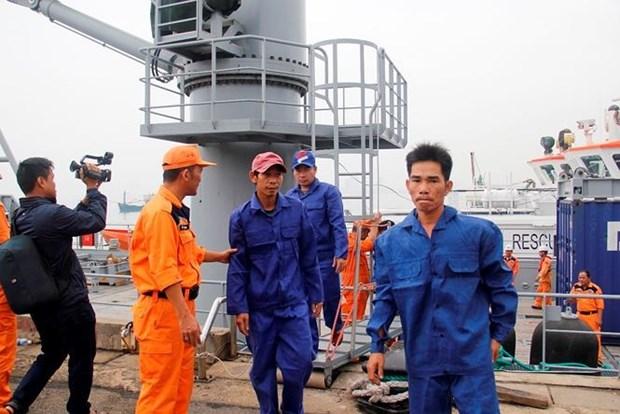 一艘载有7名船员海上遇险的越南渔船成功获救 hinh anh 2