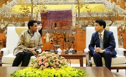 河内市人民委员会主席阮德钟会见前来辞行拜会的南非驻越大使 hinh anh 1