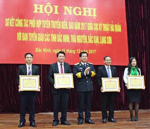 2017年海岛宣传配合工作总结会议在北宁省举行 hinh anh 1