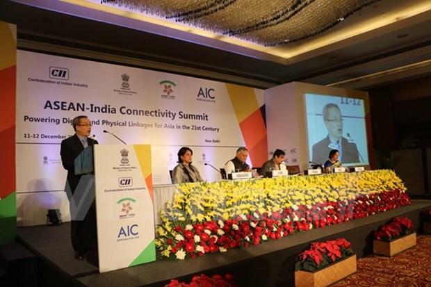 越南代表团出席在新德里举行的东盟印度互联互通峰会 hinh anh 1