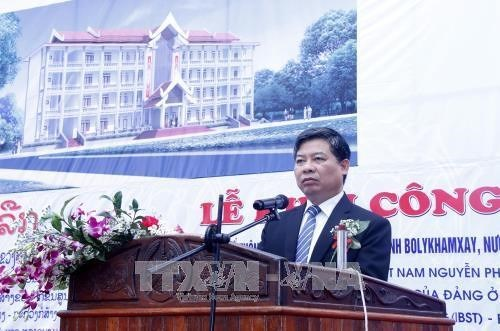 越南援建老挝一高中项目开工 hinh anh 1