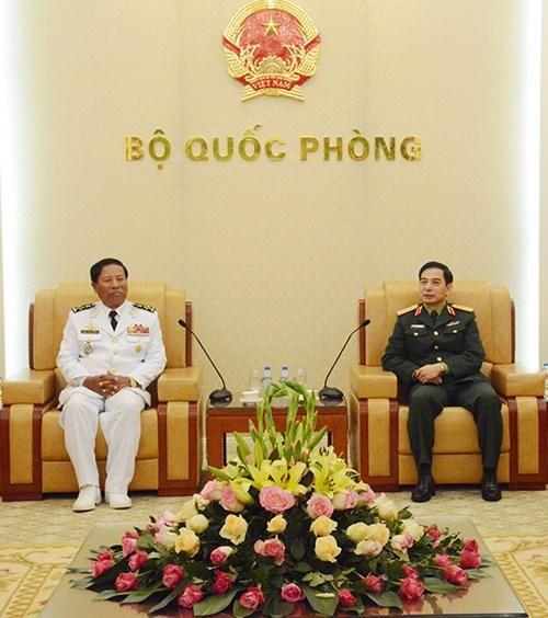 越南人民军总参谋长潘文江会见柬埔寨王家海军司令翁桑坎 hinh anh 1