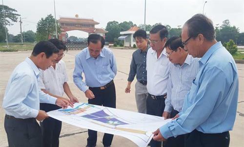 隆安省将口岸经济区建设成为重点经济区 hinh anh 1