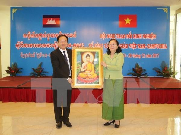 越柬建交50周年:越南与柬埔寨分享宗教工作经验 hinh anh 1