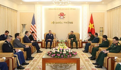 越南人民军总参谋长潘文江会见美国太平洋空军司令特伦斯·奥肖尼斯 hinh anh 1