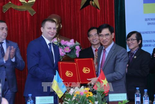 同奈省与乌克兰捷尔诺波尔省加强合作推动工业发展 hinh anh 2