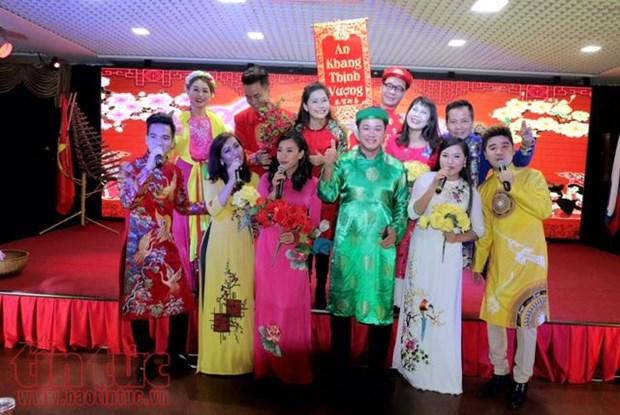 为旅俄越南侨胞举行迎新年文艺演出活动 hinh anh 1