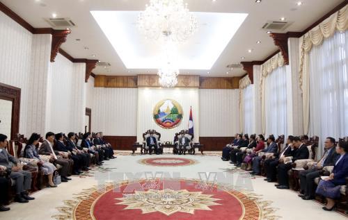 老挝总理通伦·西苏里高度评价老越两国合作委员会的作用 hinh anh 2
