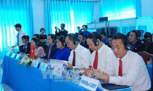 第七次柬老越发展三角区青年论坛在平福省开幕 hinh anh 1