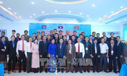 第七次柬老越发展三角区青年论坛在平福省开幕 hinh anh 2