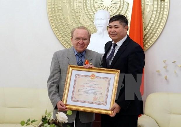 德国记者赫尔穆特·卡芬波格荣获越南友谊勋章 hinh anh 2