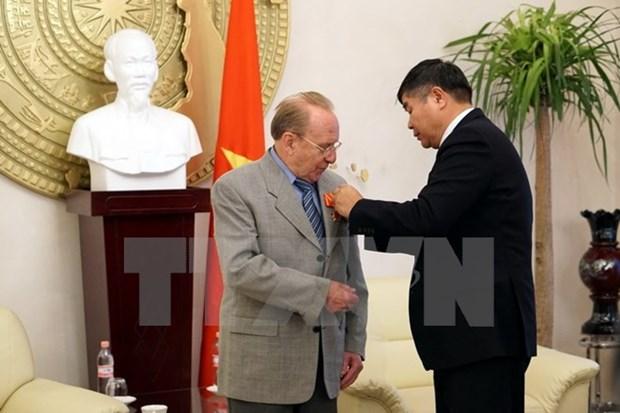 德国记者赫尔穆特·卡芬波格荣获越南友谊勋章 hinh anh 1