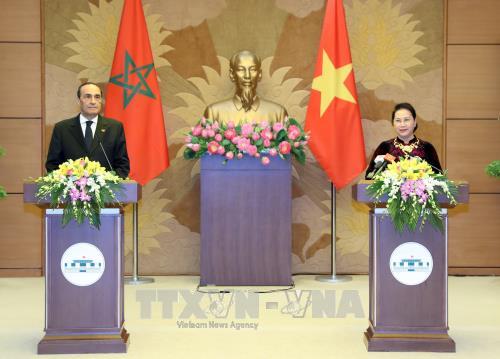 越南国会主席阮氏金银与摩洛哥众议院议长举行联合记者会 hinh anh 1