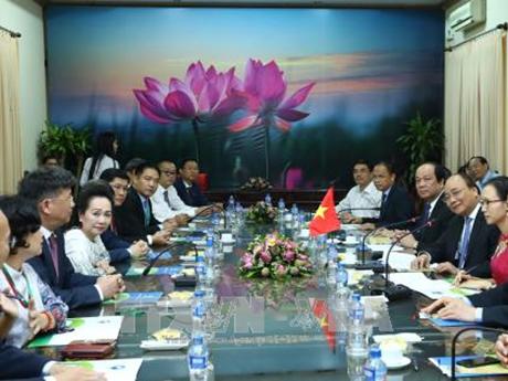 越南政府总理阮春福:越南政府愿意倾听国内外投资商的反馈意见和建议 hinh anh 1