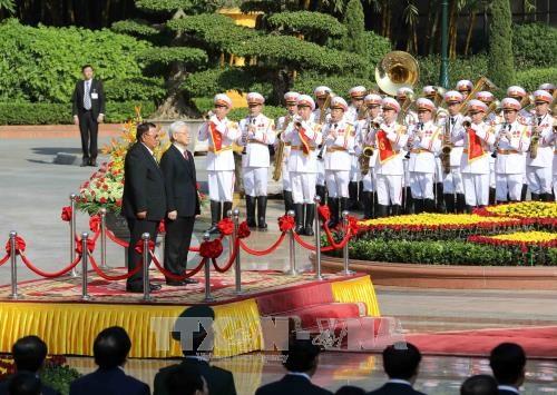 阮富仲举行仪式欢迎老挝人革党中央总书记、国家主席访越 hinh anh 3