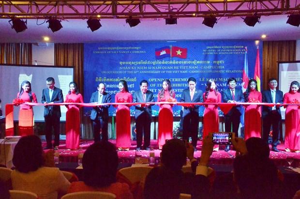 """越柬建交50周年:""""越南—2017年柬埔寨的目的地""""展览会 hinh anh 1"""