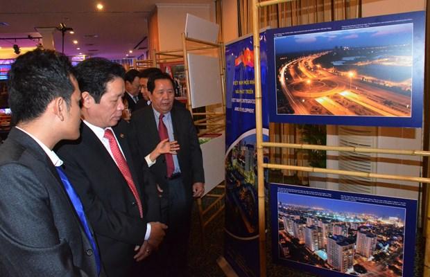"""越柬建交50周年:""""越南—2017年柬埔寨的目的地""""展览会 hinh anh 2"""