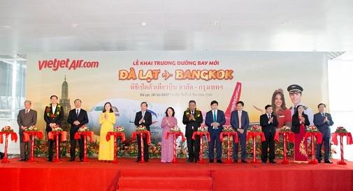 越捷航空公司正式开通越南大叻至泰国曼谷直航航线 hinh anh 1