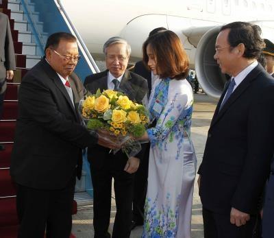 老挝人民革命党中央总书记、国家主席开始对越南进行正式友好访问 hinh anh 1