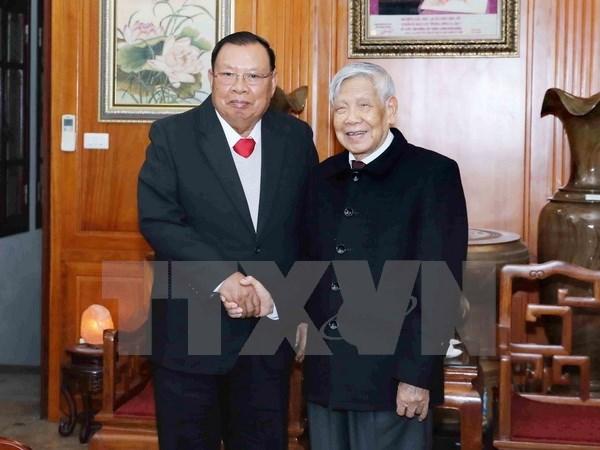 老挝领导拜访原越共中央总书记黎可漂和农德孟 hinh anh 1